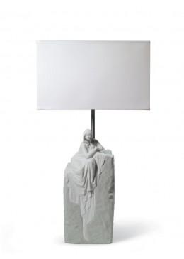 LAMPADA TAVOLO DONNA CONTEMPLATIVA